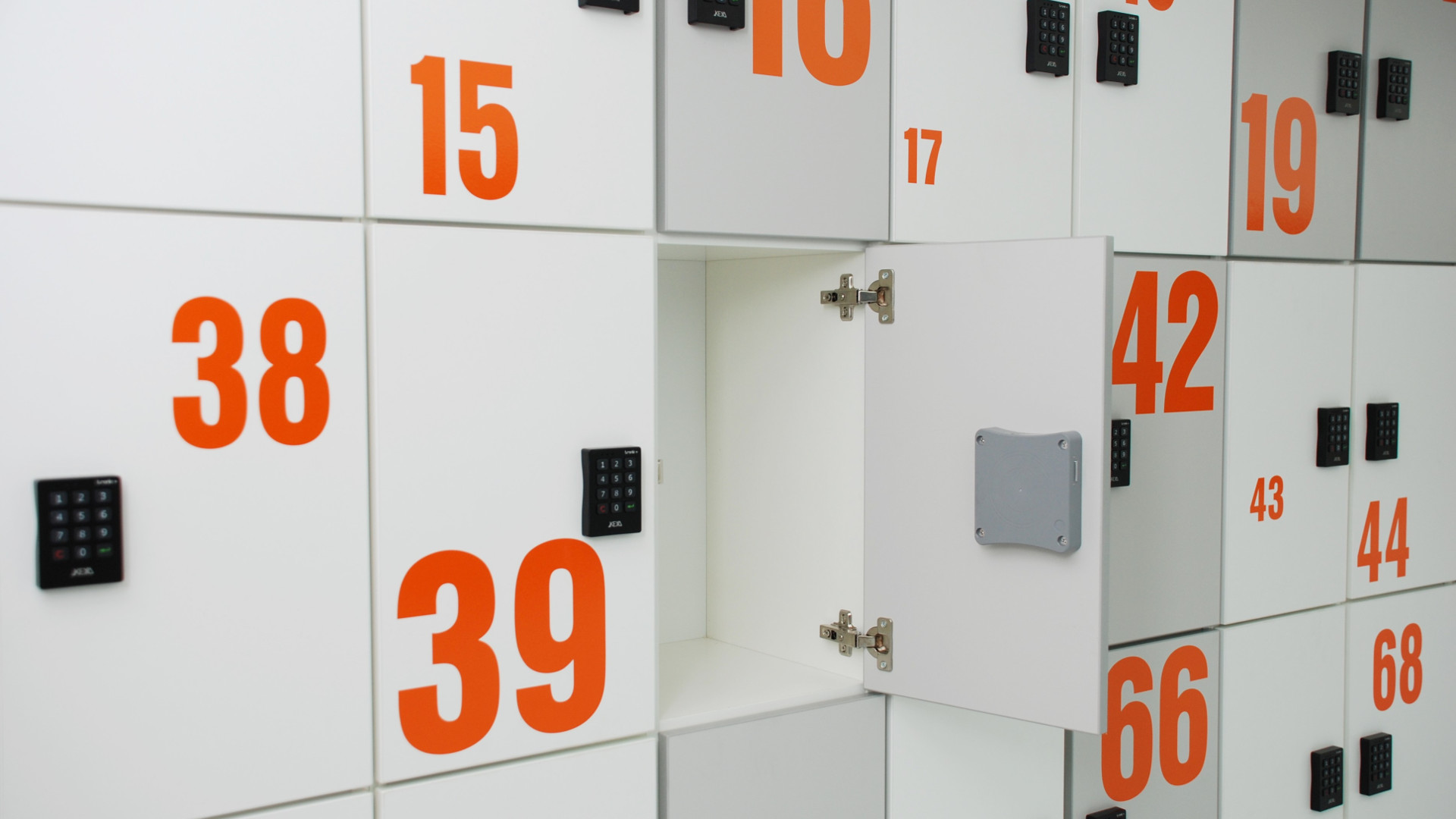 Lockers_19_Slider
